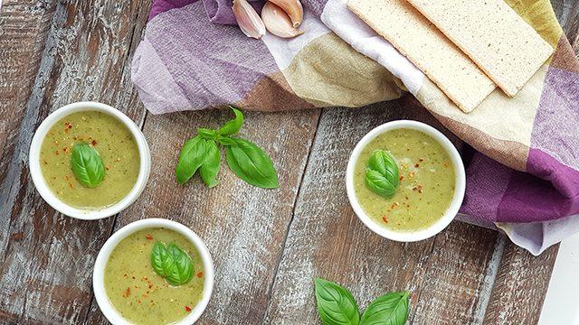 Courgettesoep met groene pesto
